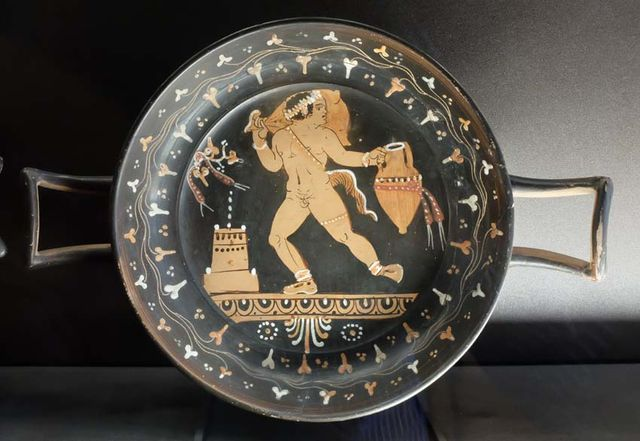 1handle_plate_with satyr