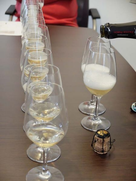 1franck_pascal_champagne_filling_line_of_glasses