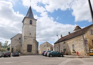1vosne_romanee_church_square