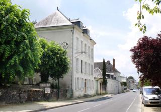 1amboise_street_along_loire