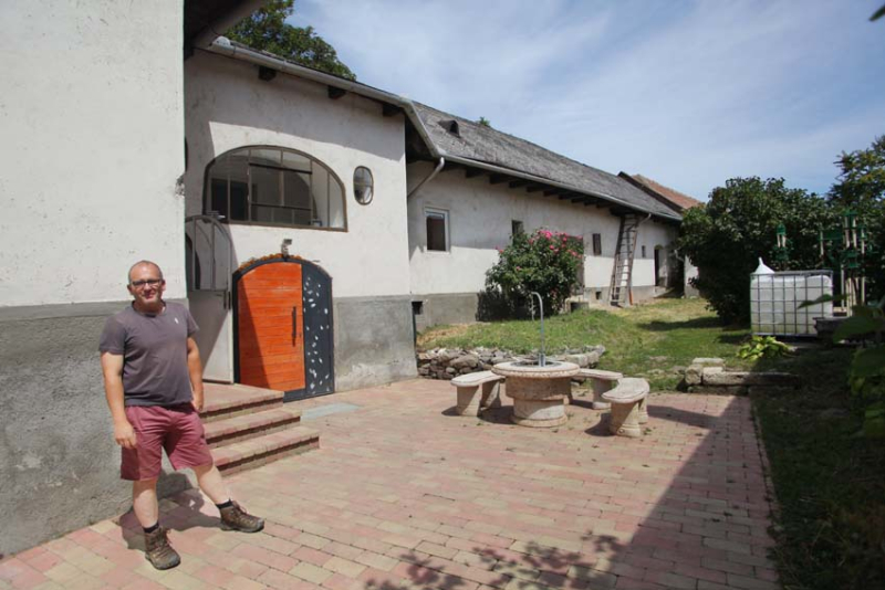 1alkonyi_laszlo_kalaka_courtyard