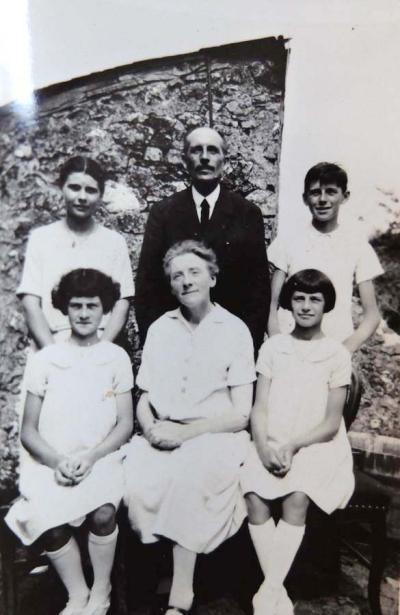 1hacquet_family_around1940