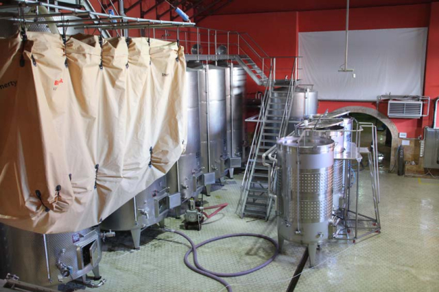 1armenia_wine_factory_more_vats