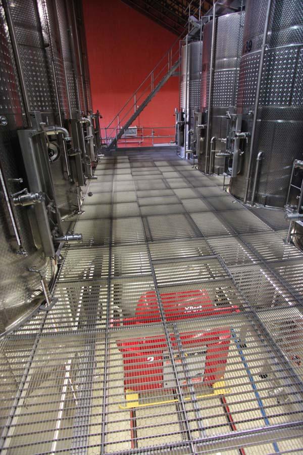 1armenia_wine_factory__press_underneath