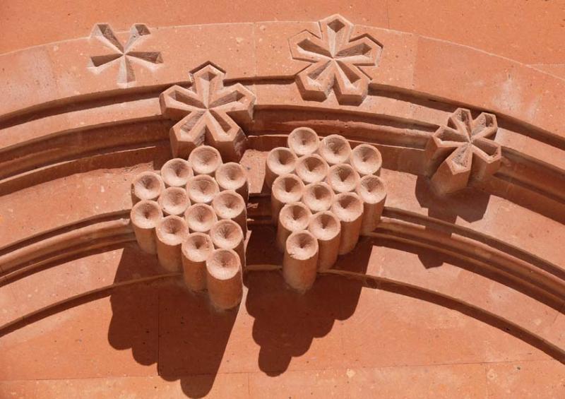 1armenia_wine_factory_grape_symbol