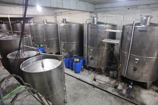 1voskevaz_winery_stainless-steel_vats