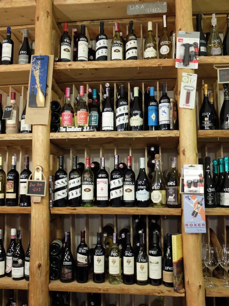 1in_vino_shelves_american_wines2