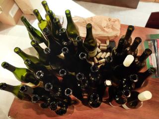 1jozsef_szentesi_pince_empty_bottles