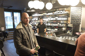 1drop_shop_budapest_bottles_counter