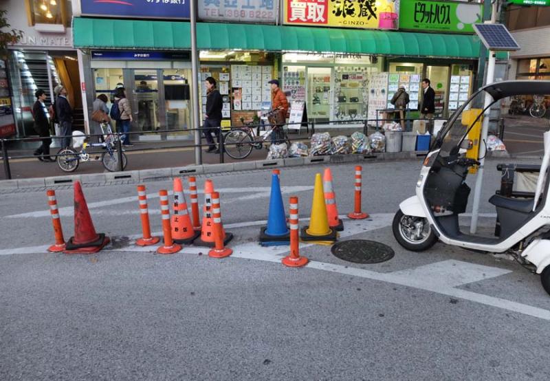 1tokyo_okachimachi_traffic_cones