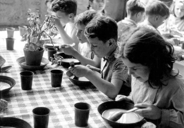 1cantine_scolaire1950-60