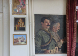 2armenian_restaurant_paintings