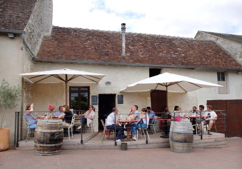 1jousset_montlouis_wine_bar_terrasse