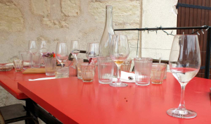 1jousset_montlouis_wine_bar_empty_glasses