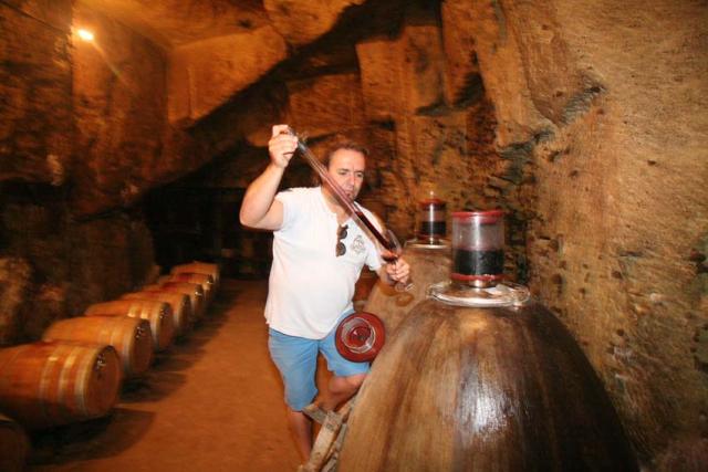 1sebastien_david_cellar_climbing_eggs