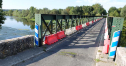 1cher_river_one-lane_bridge_pouille_thesee