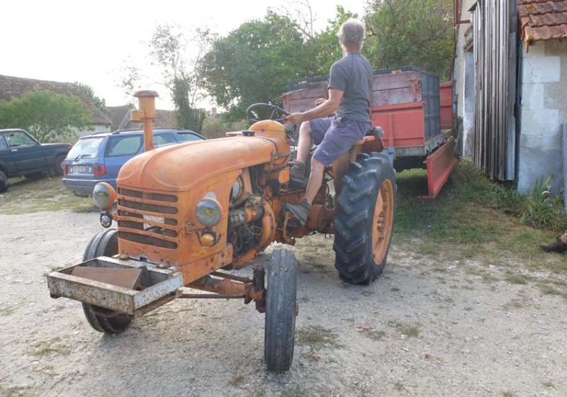 1bruno_allion_manouvering_tractor