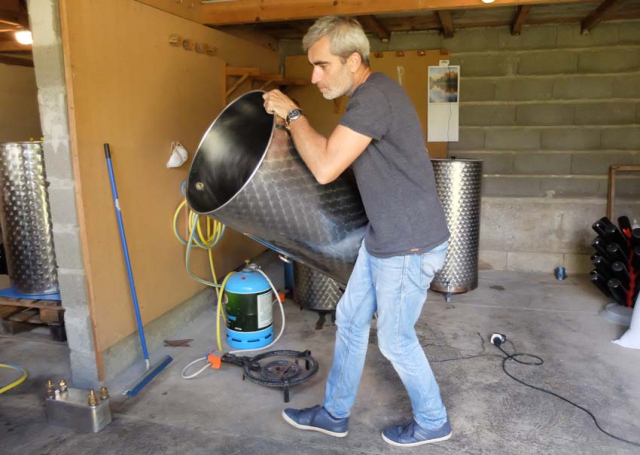 1yann_carrying_fermenter