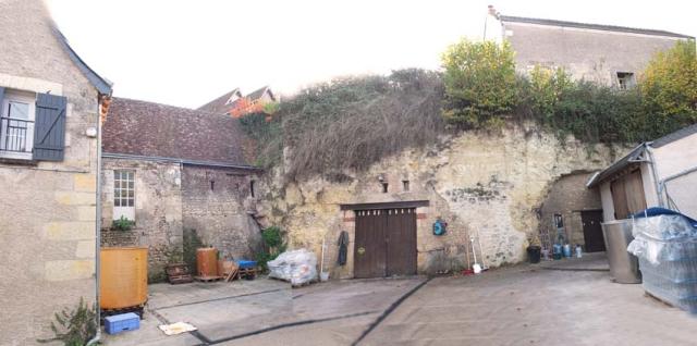1frantz_saumon_cellars_courtyard