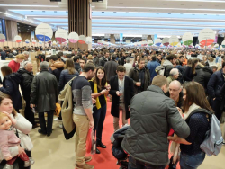 1paris_wine_fair_crowd