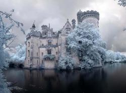 1abandoned_castle_france2