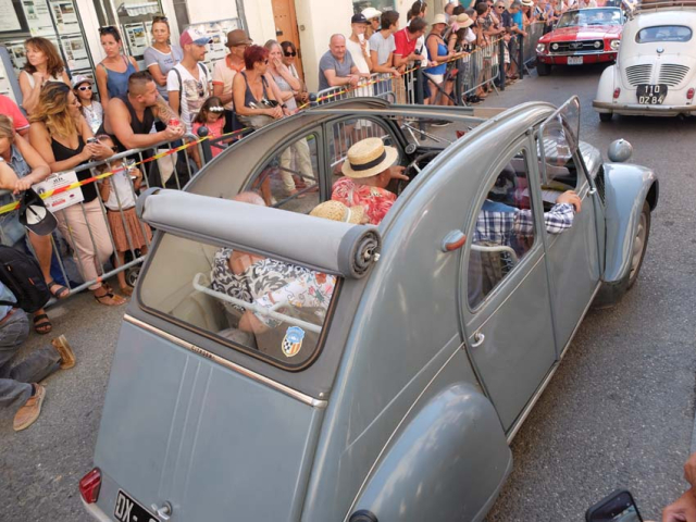 1tourves_N7_citroen_2CV