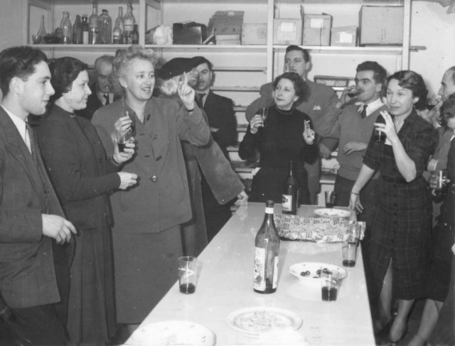 1wine_scenes_business_aperitif1949