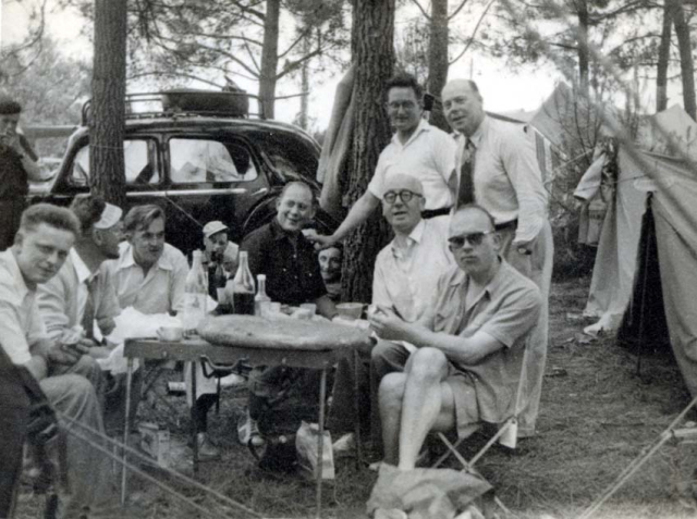 1wine_scenes_camping_table1948