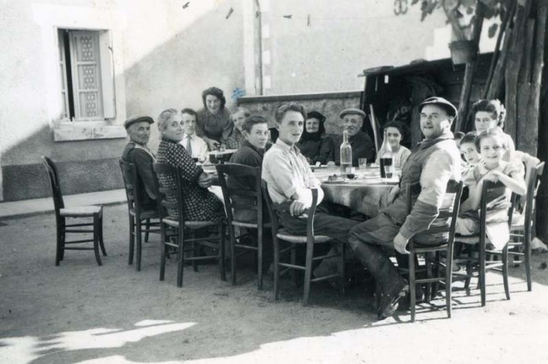 1wine_scenes_family_lunch_village1938
