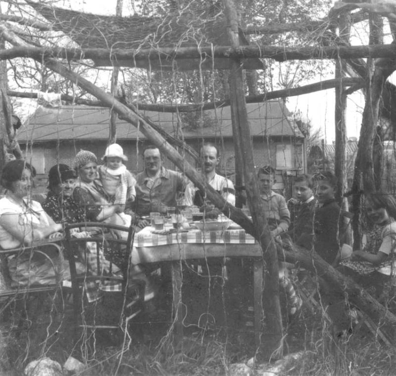 1wine_scenes_under_garden_arbor1930