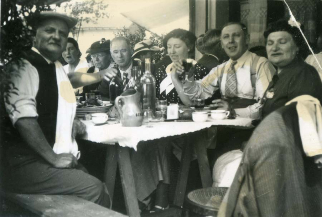 1wine_scenes_casual_summer_lunch1937