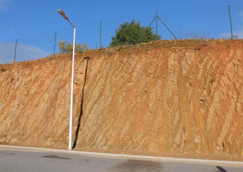 1douro_earth_layer_schist_rock