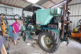 1olivier_bellanger_another_straddle_tractor