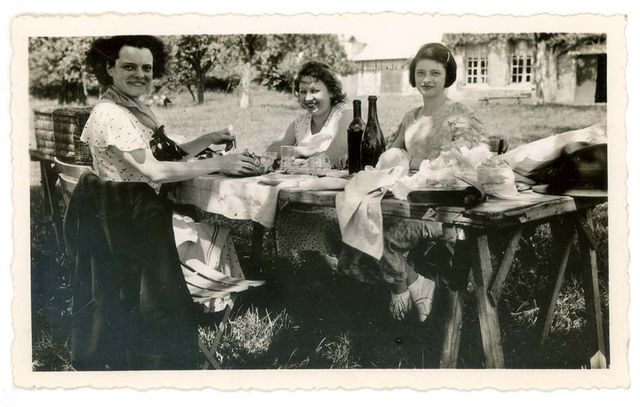 1old_wine_pics_woden_table_garden_1947