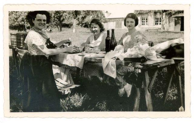 1old_wine_pics_woden_table_garden_1947