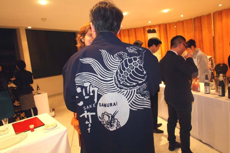 1sake_unesco_ambassador_monji_sake_samourai_kimono