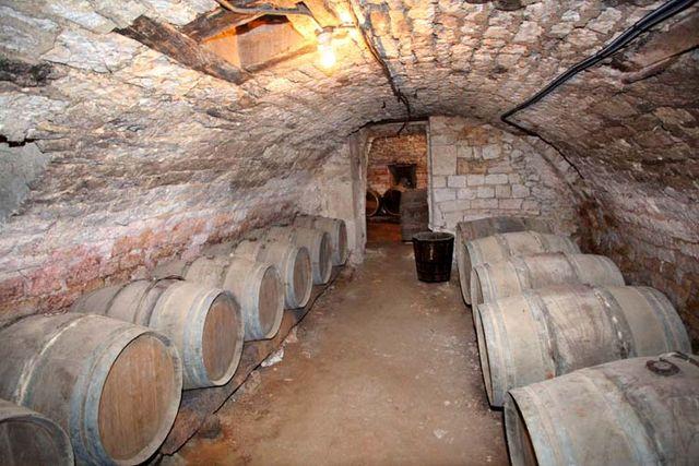 1clos-siguier_montcuq_cahors_cellar_room