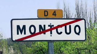 1montcuq_road_exit_sign