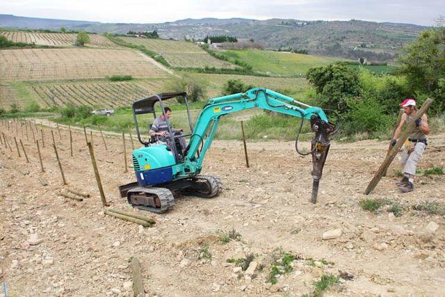 1deux_terres_ardeche_digging_poles