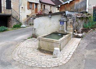2buronfosse_jura_rotalier_village_fountain1