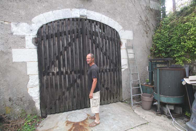 1bruno_allion_vat_room_door