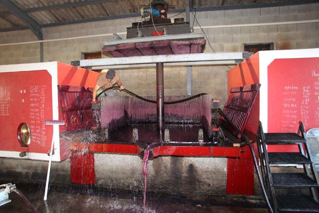 1yvon_metras_pressing_cleaning_press