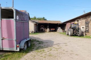 1michel_guignier_vauxrenard_farm_courtyard