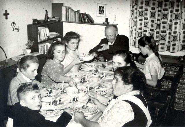1wine_scenes_christmas1959
