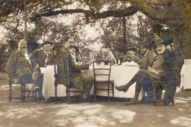 1wine_scenes_long_table_under_tree_est1890