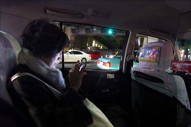 1racines_yasuko_goda_in_taxi