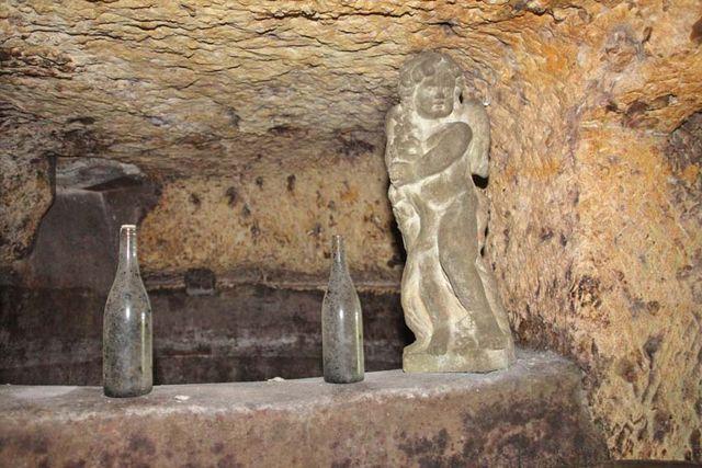 1jjoel_courtault_rock-embedded_fermenter
