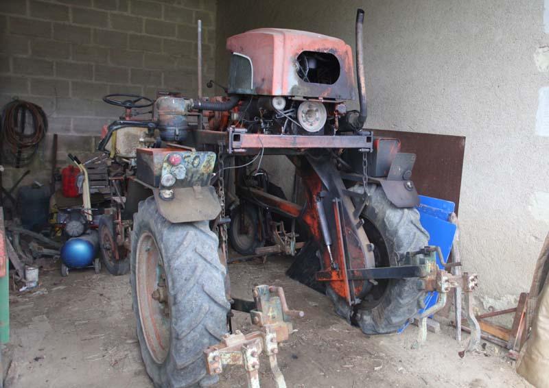 1jjoel_courtault_straddle_tractor