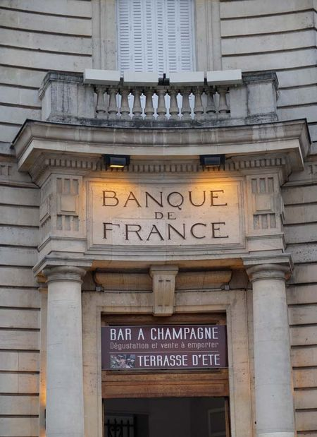 1champagne_central_bank_turned_into_bar
