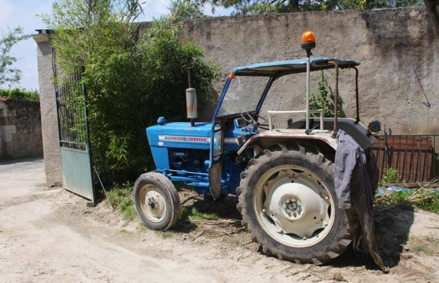 1nicolas_renard_vintage_tractor_ford3000